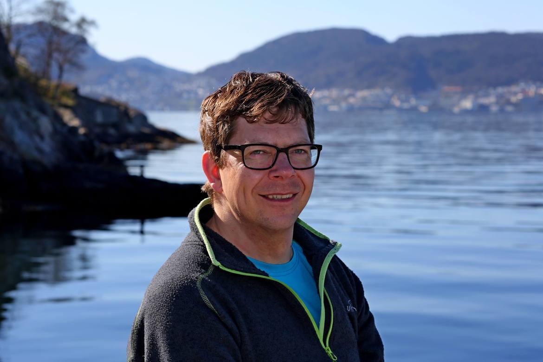 ALLSIDIG: Gründer Bjørnstein Tobiassen tilbyr sportsdykkerkurs, førstehjelpskurs samt kvalitets- og HMS-konsulenttjenester. Foto: Irene Mjelde