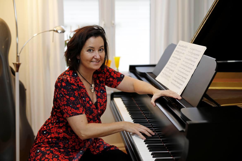 LYTTELOS: Pianist Annabel Guaita ønsker å være en guide inn i musikkens landskap.