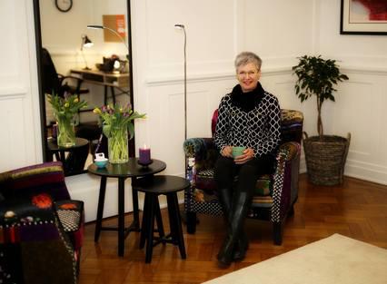 SENTRALT: Merete O. Karlsens praksis – Terapi & Veiledning Vest AS har nyoppusset kontor i Lodin Leppsgate på Bryggen. Foreløpig bruker hun lokalet selv tre dager i uken. Resten av tiden har hun tanker om å leie det ut.